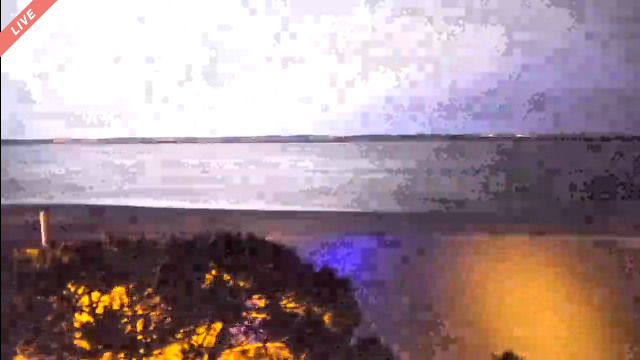 Screenshot_2020-05-04 Viewsurf - Webcams HD plage - Arcachon - Live(2).png