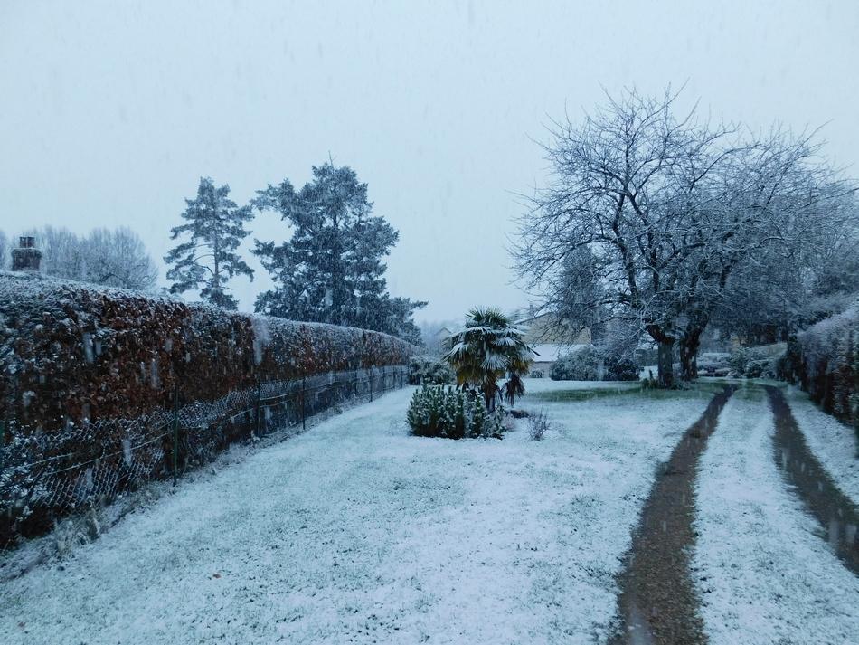 neige2.JPG.32cbbe692f373906f95e8aea22b8ebfd.JPG